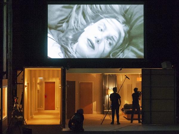 ® Stephen-Cummiskey Katie Mitchell La Maladie de la Mort - Bouffes du Nord Theatre, Paris 2018